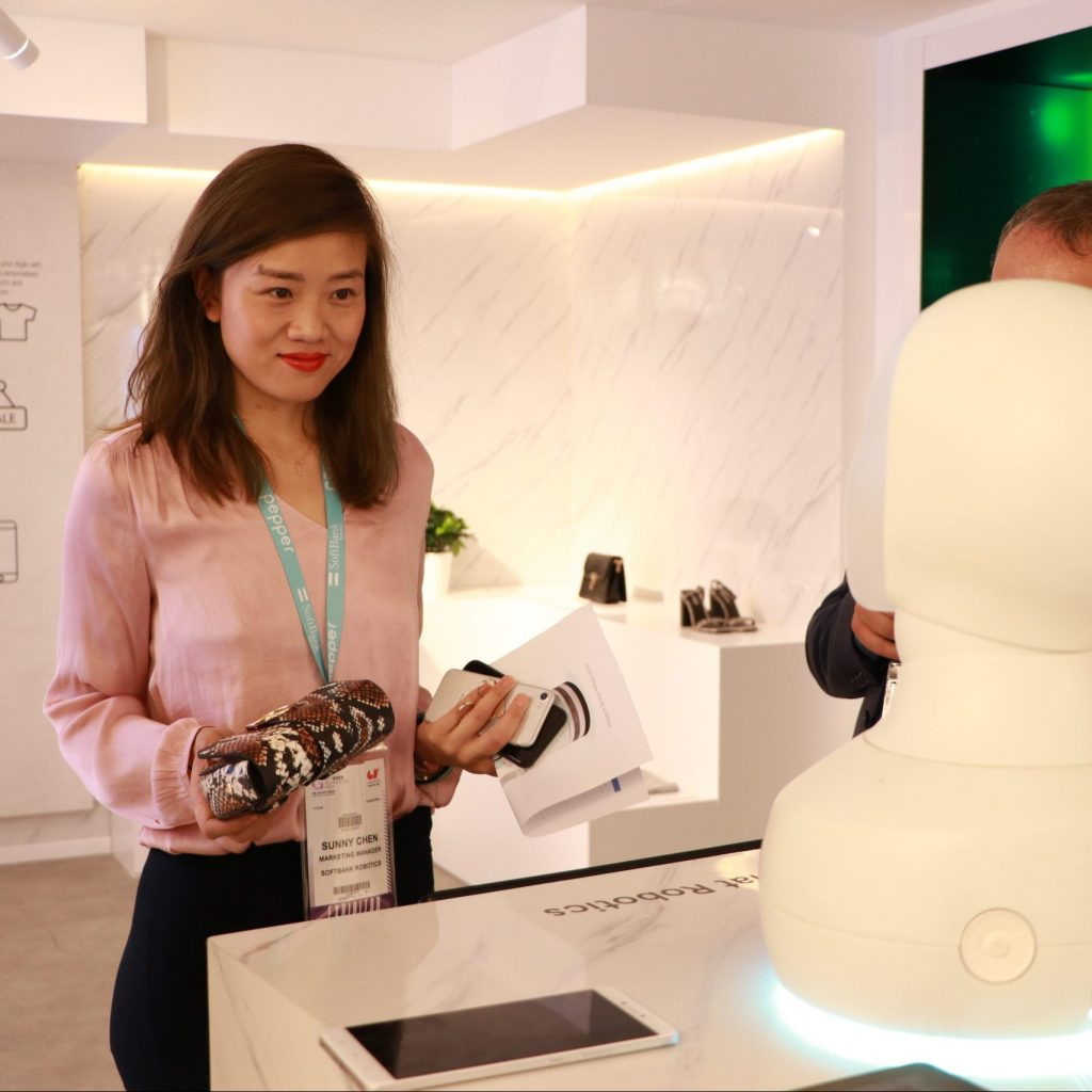 The future of retail: 5 ways social robots can enhance customer experiences