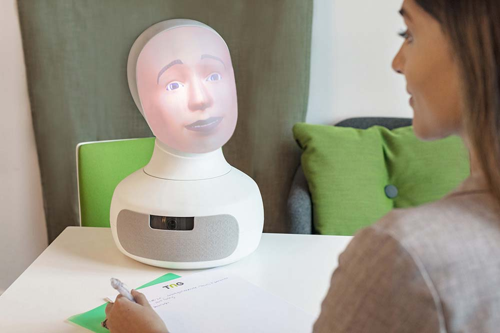 Can we reduce recruitment bias with social robots?